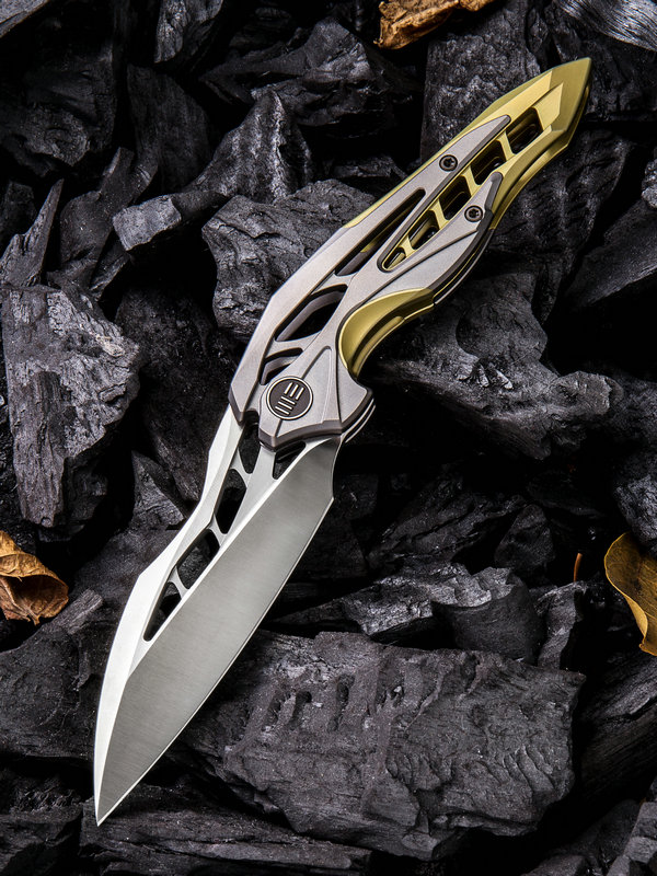 WE Knife 906C Arrakis Isham M390 Grey and Gold Titanium