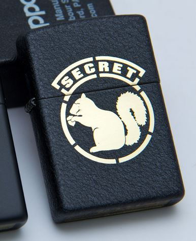 Zippo Mil-Spec Monkey - Secret Squirrel, Black Crackle